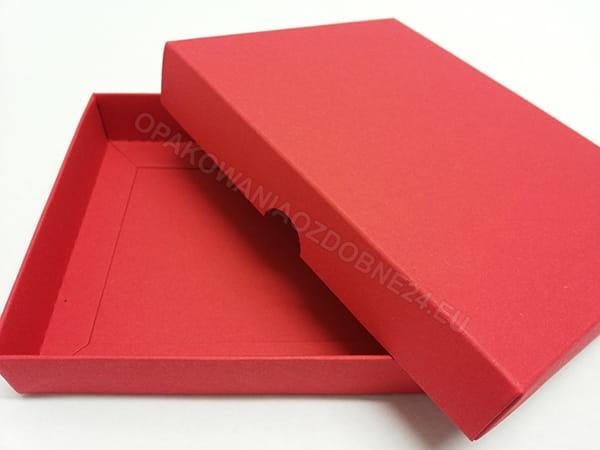 czerwone pudełko na apaszkę