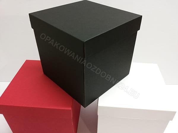 czarne pudełko na kwiaty