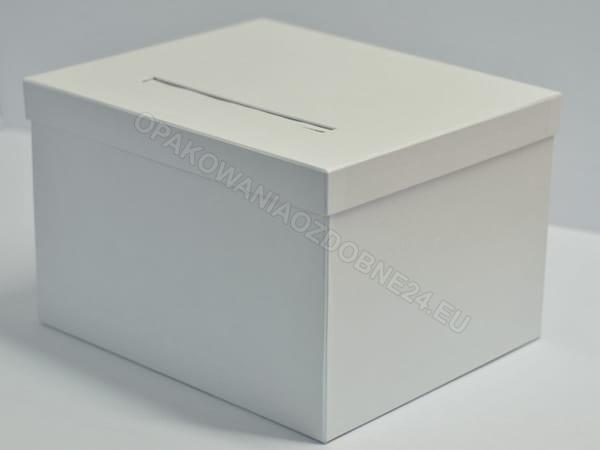 białe pudełko na koperty