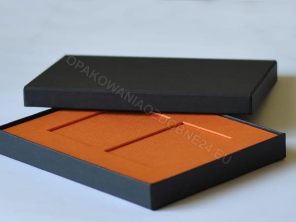 Schwarze Verpackung